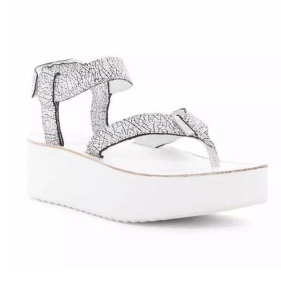 840b06ee782 TEVA ~ white   black crackle platform sandals. M 5c78833ea31c331866ad88ab
